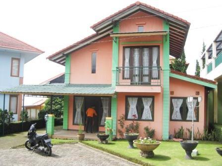 Istana Bunga Blok I No 7 lembang, Sewa Villa Lembang, Villa Istana Bunga Lembang, Sewa Villa 3 Kamar Untuk Rombangan