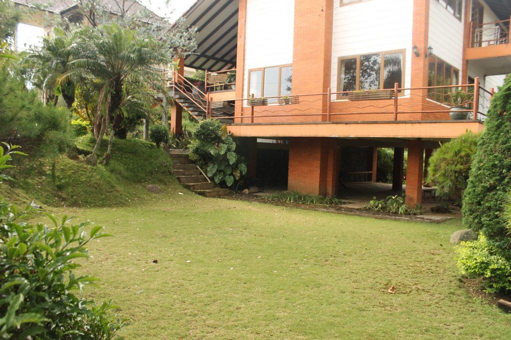 Villa Bivaqs Blok O No 2 lembang, sewa villa lembang, villa lembang, villa istana bunga lembang