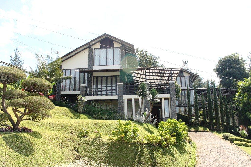 sewa villa istana bunga lembang bandung, sewa villa lembang, penginapan villa di lembang