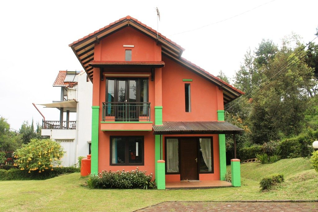 villa Istana Bunga Blok J No 1 lembang, Sewa Villa Lembang, Villa Lembang, Info Harga Sewa Villa di Lembng, Penginapan di Lembang