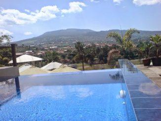villa lembang kolam renang, villa fasilitas kolam renang di kampung gajah lembang